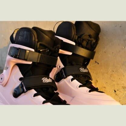 SKA710170 USD Aeon 60 Bladies Rose | Aggresssive Inlineskates | Unibody Skating Rollerblades Stunt Skating Trick Aggressive Inline Skating Rollerblading Street Skating Skating Park Skating Skatepark Skates Inlineskates für Tricks USD Aeon Girls Aeon Mädchen Aeon Frauen Aeon Women USD Aeon Pink Inliner Skateschule und Skateshop SkaMiDan Weil am Rhein