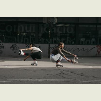 SKA810672 CHAYA Sunset Beach Vintage Roller Skates Lifestyle Rollschuhe Chaya Quad Skates Dance Quad Skates Rollschuhe Tanz Rollschuhe Rollkunstlauf Rollschuhe Rollerskates Schwarze Rollschuhe Lifestyle Rollschuhe Roller Skating Quad Skating Skateschule und Skateshop Weil am Rhein SkaMiDan Lörrach Freiburg Basel Deutschland Germany