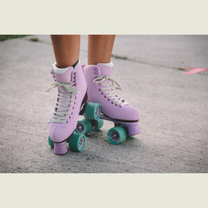 SKA810724 CHAYA Melrose Lavender Roller Skates 2021 Lifestyle Roller Skates Pink Park Lifestyle Rollschuhe Tanz Rollschuhe Barbie Park Quad Skates Roller Skates Lifestyle Rollschuhe Skatepark Rollschuhe Chaya Quad Skates Aggressive Quad Skates Rollschuhe Stunt Rollschuhe Rollkunstlauf Rollschuhe Rollerskates Schwarze Rollschuhe Lifestyle Rollschuhe Roller Skating Quad Skating Skateschule und Skateshop Weil am Rhein SkaMiDan Lörrach Freiburg Basel Deutschland Germany