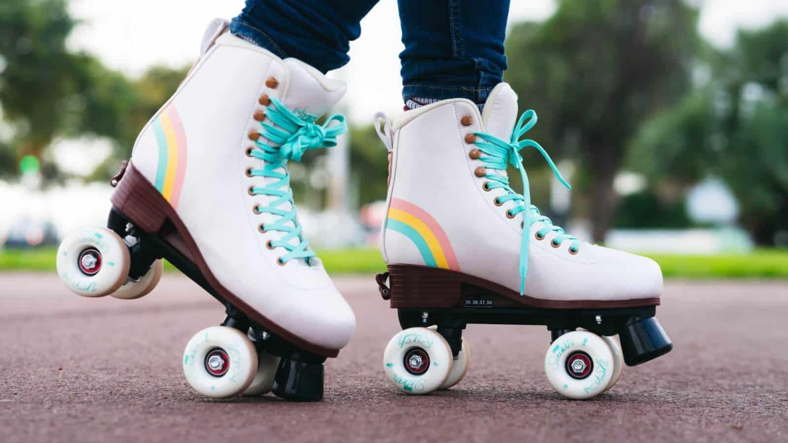 CHAYA Bliss Vanilla Kids Roller Skates | Kinder Rollschuhe + Erwachsene | Größenverstellbar