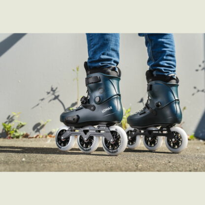 SKA908373 POWERSLIDE Zoom Pro Lomax 110 Dark Blue Urban Inlineskates Freeskates Fitness Inlineskates Inlineskates Sport Inline Skates Rollerblades Urban Inline Skating Urban Inline Skating Freeskates Trainng Skates Strecken Skates Trinity Skates Einsteiger Beginner Inlineskates Inliner Fitness Inliner City Skates Fitness Inliner Sport Skates Sport Inliner Rollerblades Rollerblading Lörrach Freiburg Basel Inliner Skateschule und Skateshop Weil am Rhein SkaMiDan Deutschland Germany